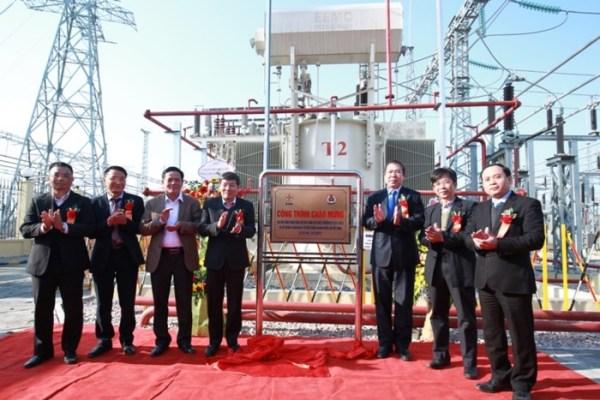EVN HANOI gắn biển Trạm biến áp 110kV nối cấp 220kV Quốc Oai