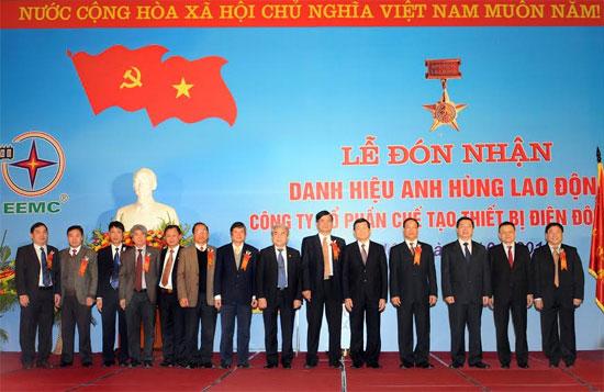 Lễ đón nhận danh hiệu Anh hùng lao động
