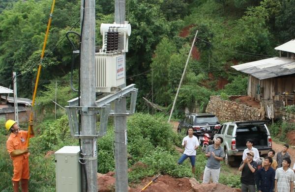 Sơn La: Đưa điện lưới quốc gia về bản làng