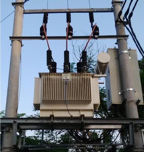 Máy biến áp phân phối đặt trên hai cột