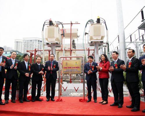 Đại diện lãnh đạo Tổng công ty Thiết bị điện Đông Anh tham gia lễ gắn biển Trạm biến áp 110kV Minh Khai và nhánh rẽ